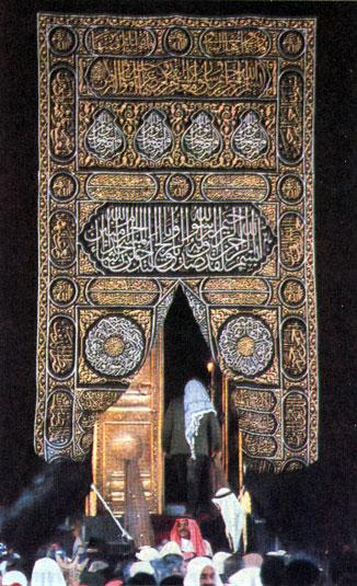Камень Кааба в Большой мечети в Мекке глубоко почитается мусульманами